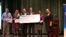 check presentation photo